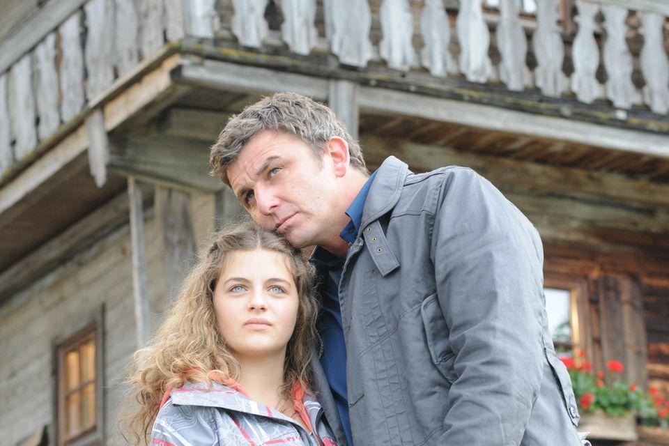 """Ronja Forcher und Hans Sigl 2009 in """"Der Bergdoktor"""""""