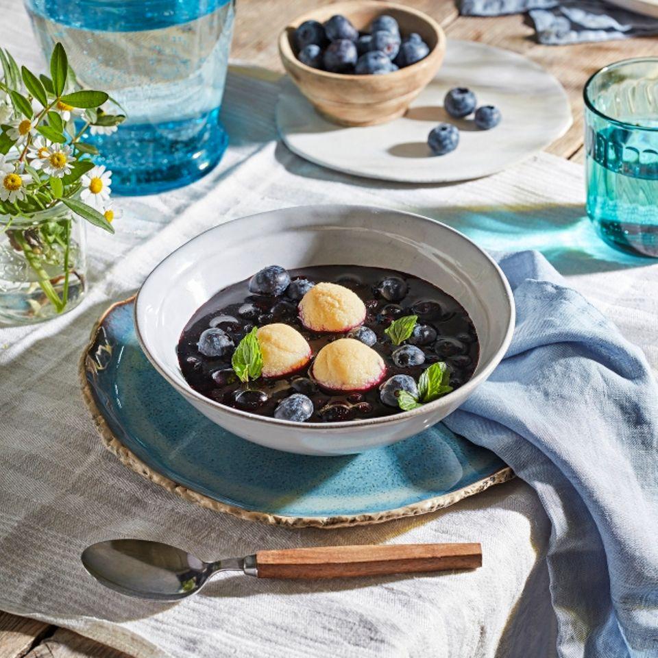 Heidelbeersuppe mit Grießklößchen