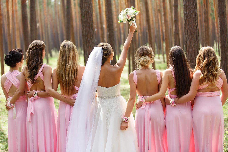 10 Punkte für diesen Look: Braut mit Trauzeuginnen