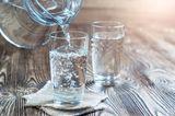 Hautpflege: Wasser im Glas