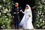Prinz Harry und Meghan Markle verlassen nach der Trauung die Kirche.