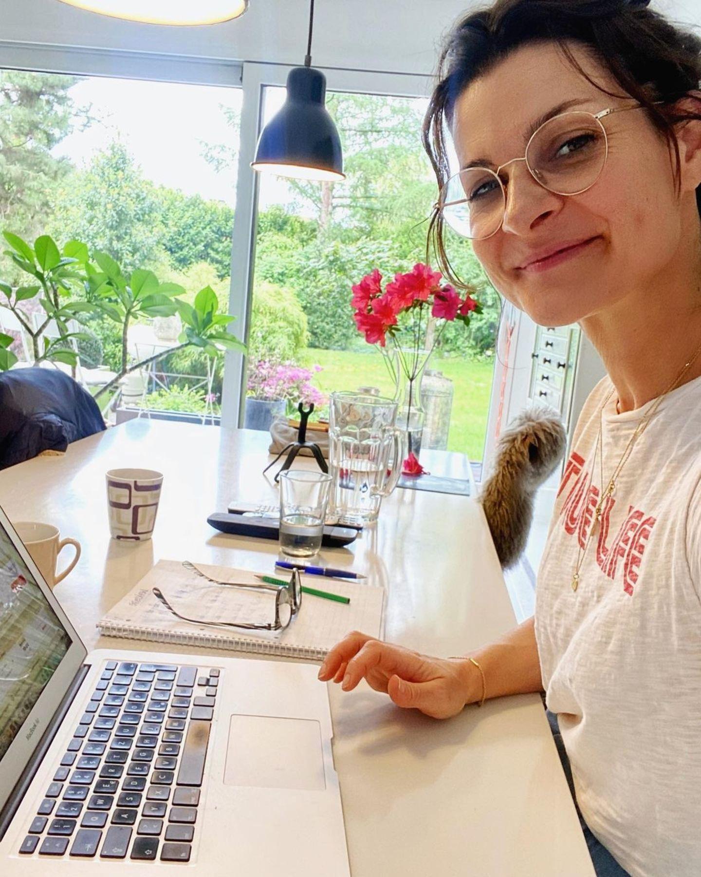 Interior: Marlene Lufen am Schreibtisch