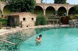 Auszeit: Marie Nasemann mit Sohn im Pool