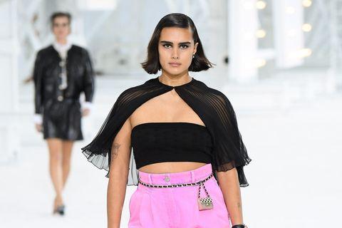 Model Jill Kortleve präsentiert auf dem Laufsteg die neueste Spring/Sommermode von Chanel anlässlich der Paris Fashion Week.