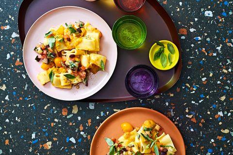 Calamarata mit Caponata und Tomaten-Sugo