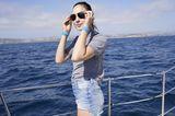 Gal Gadot auf einer Yacht auf dem Meer.