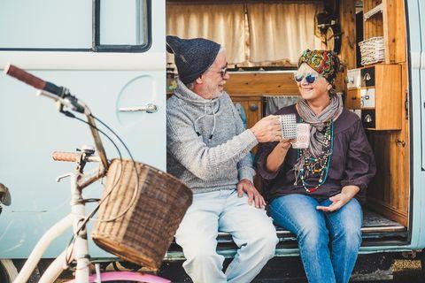 Beziehung: Ein Paar in einem Bus