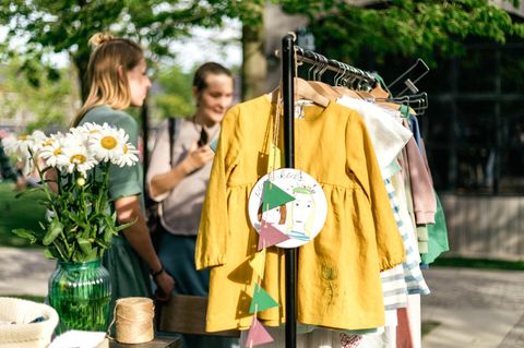 Eigener Flohmarktstand: Kleiderständer