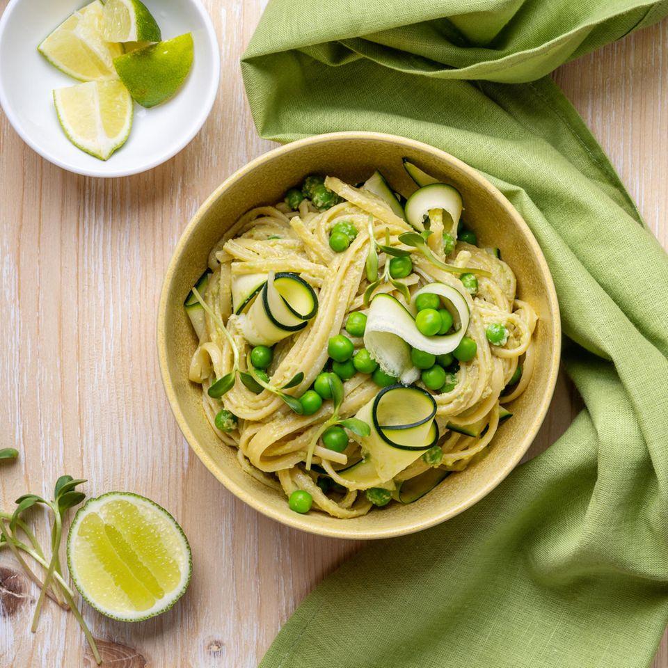 Pasta mit Zucchini und Ricotta-Soße