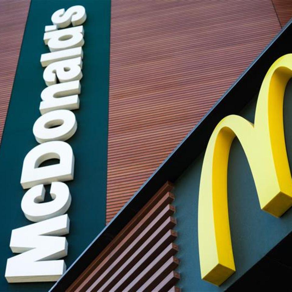 Frau verklagt McDonald´s wegen verführerischer Cheeseburgerwerbung: McDonald´s Schrift und Logo