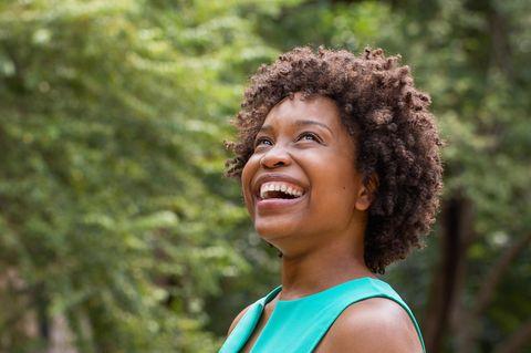 Horoskop: Eine schöne, fröhliche Frau