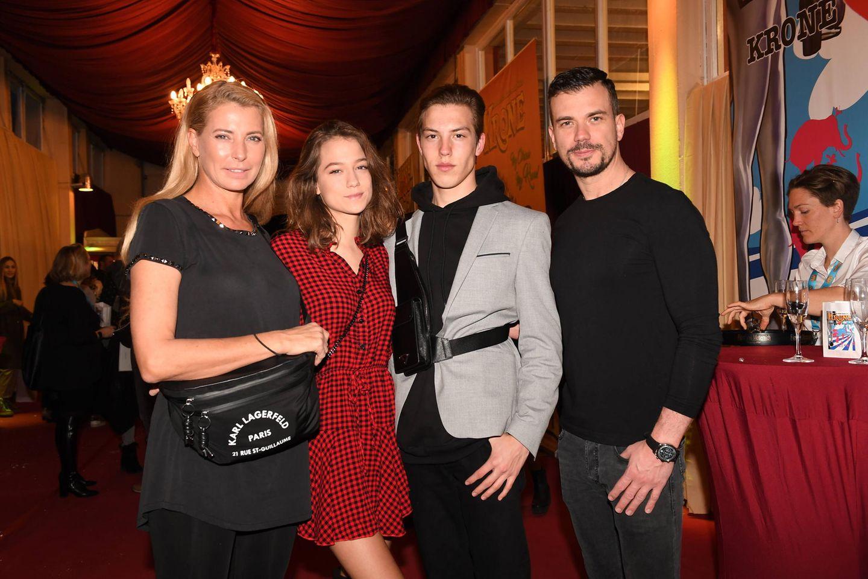 Giulia Siegel mit ihrer Familie