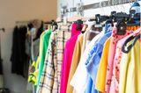 Promis im Umstyling: Neuer Look gewünscht! Kleiderstange