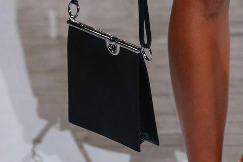 Taschen-Trend 2021: Back to chic: 2D-Taschen funktionieren zu allen Anlässen