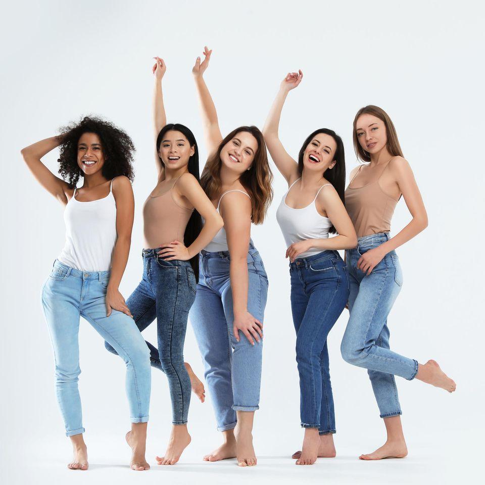 Artenvielfalt: Frauen in Jeans