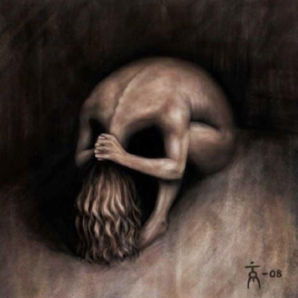 Eine Frau, die ihre Hände am Nacken hält und am beiden sitzt oder ein Schädel.