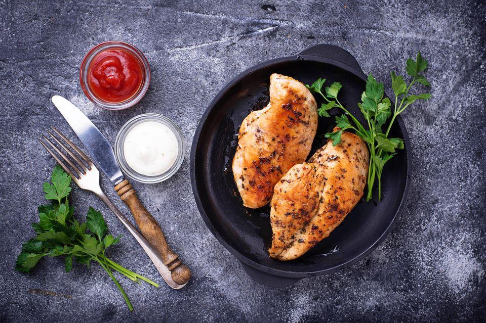 Hähnchen würzen: Rezept und Anleitung; Hähnchenbrust