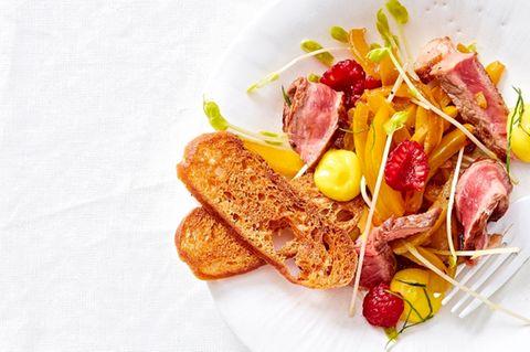 Paprika-Rindfleisch-Salat mit Himbeeren