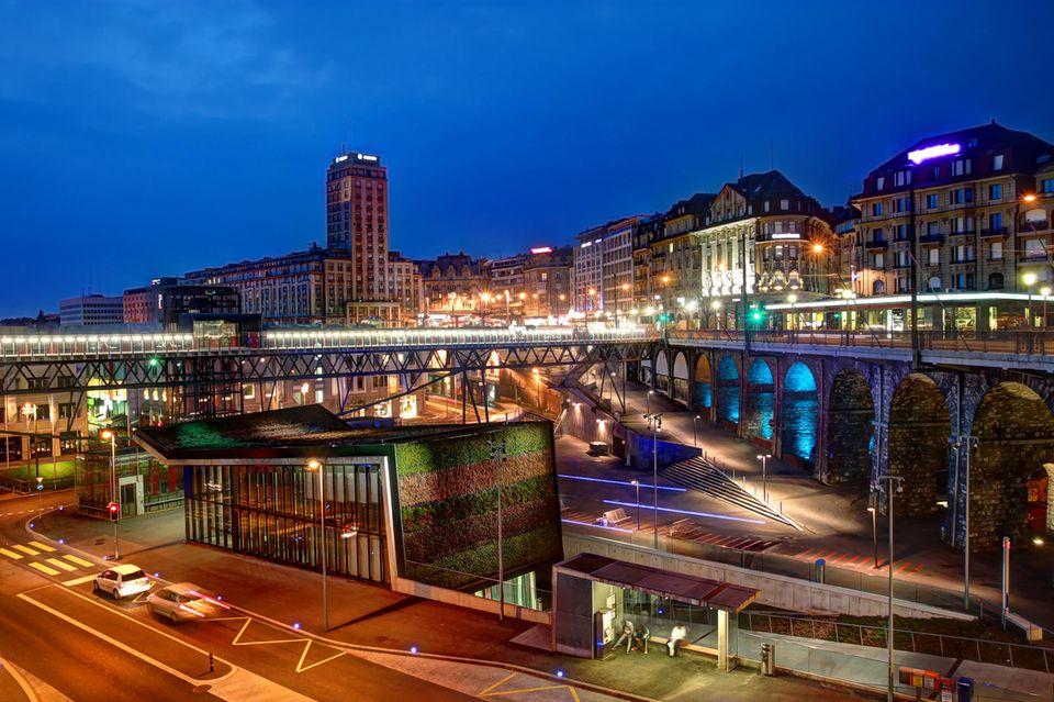 Lausanne bei Nacht