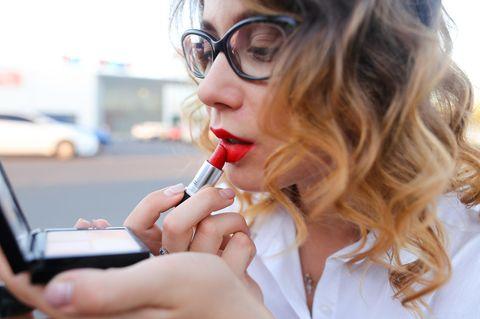 Lippenstift-Fehler, die uns älter machen