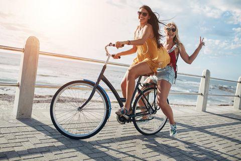 Wie Corona uns an die schönen Dinge des Lebens erinnert: Mädchen mit Fahrrad