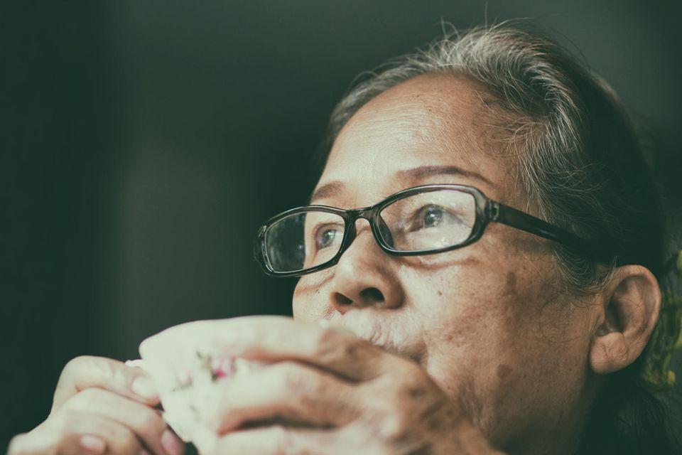 Palliativpsychologin: Eine nachdenkliche Frau