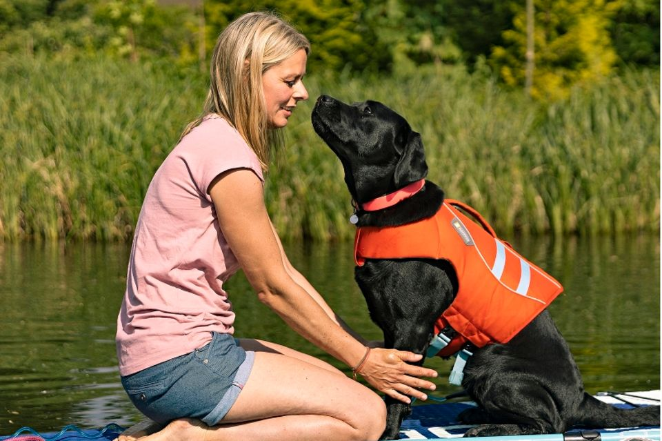 Urlaub allein: Mit Hund auf dem SUP