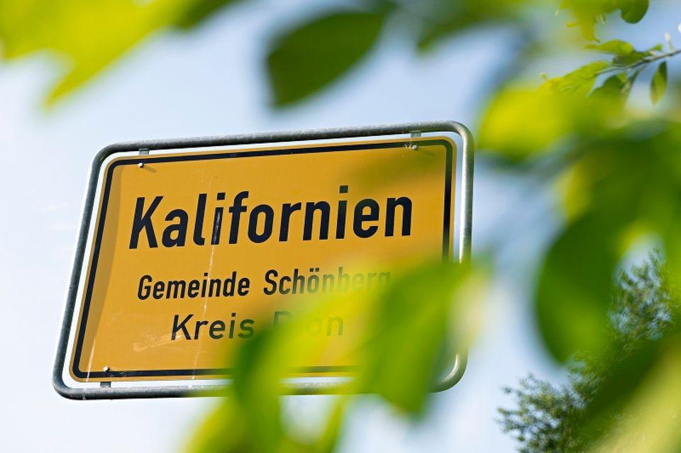 Urlaub allein: Straßenschild