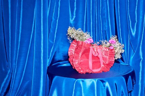 Ikea bringt limitierte Frakta-Tasche mit Designerin Zandra Rhodes heraus: Tasche