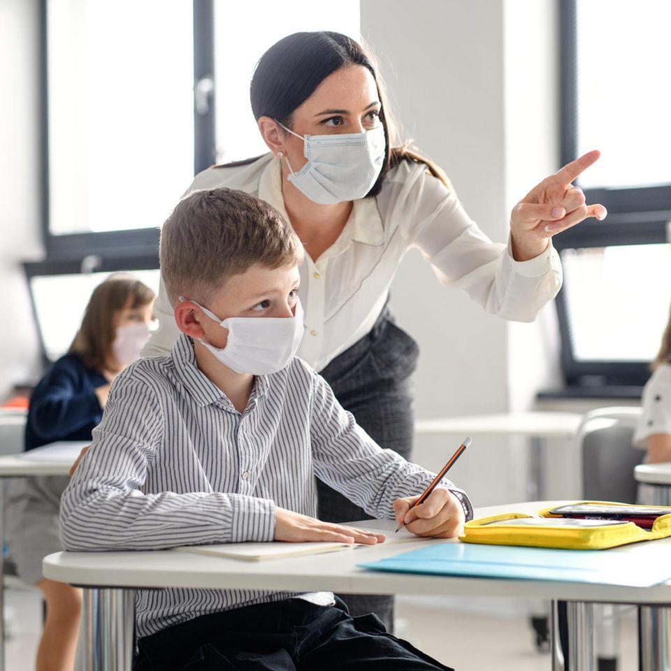 Große Koalition hat beschlossen: Lehrer:innen müssen ihren Impfstatus auf Nachfrage offenlegen.