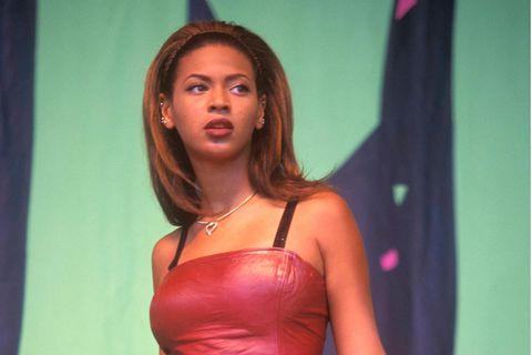 Star-Geburtstage: Beyoncé im roten Kleid