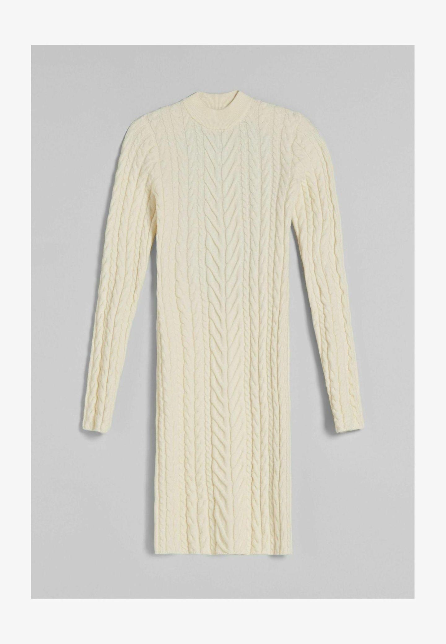 Dieses Strickkleid mit Zopfmuster sieht auf den ersten Blick recht basic aus. Wartet, bis ihr den Rückenausschnitt gesehen habt! Dadurch wird es richtig besonders. Von Bershka, rund 30 Euro.