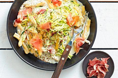 Zucchini-Pasta mit Parma-Schinken