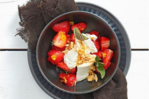 Erdbeeren mit Ricotta und Honig