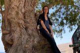Auszeit: Alexandra Maria Lara lehnt am Baum