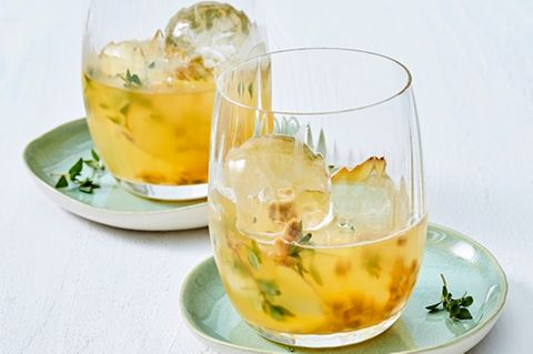 Wermut-Passionsfrucht-Drink