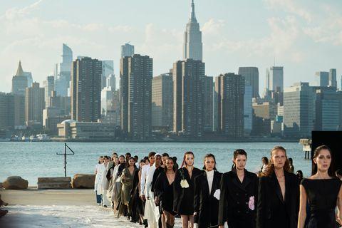 Models auf dem Runway von Peter Do.