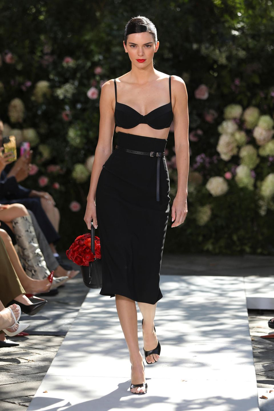 Kendall Jenner im sexy All-Black-Look.