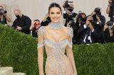 Kendall Jenner glitzert bei der Met Gala in New York