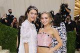 Margaret Qualley und Lily-Rose Depp zeigen sich gemeinsam bei der Met Gala