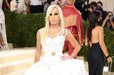 Donatella Versace besucht die Met Gala