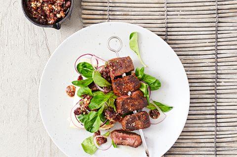 Hirsch-Spieße mit Cranberry-Walnuss-Pesto