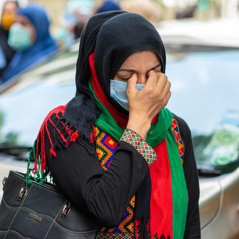 Afghanische Frauen kämpfen um das Recht ihre traditionellen Kleider tragen zu dürfen.
