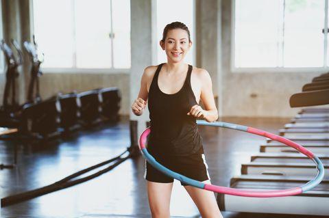 Hula-Hoop: Mit dem Fitness-Trend sparen und ganz einfach fit werden