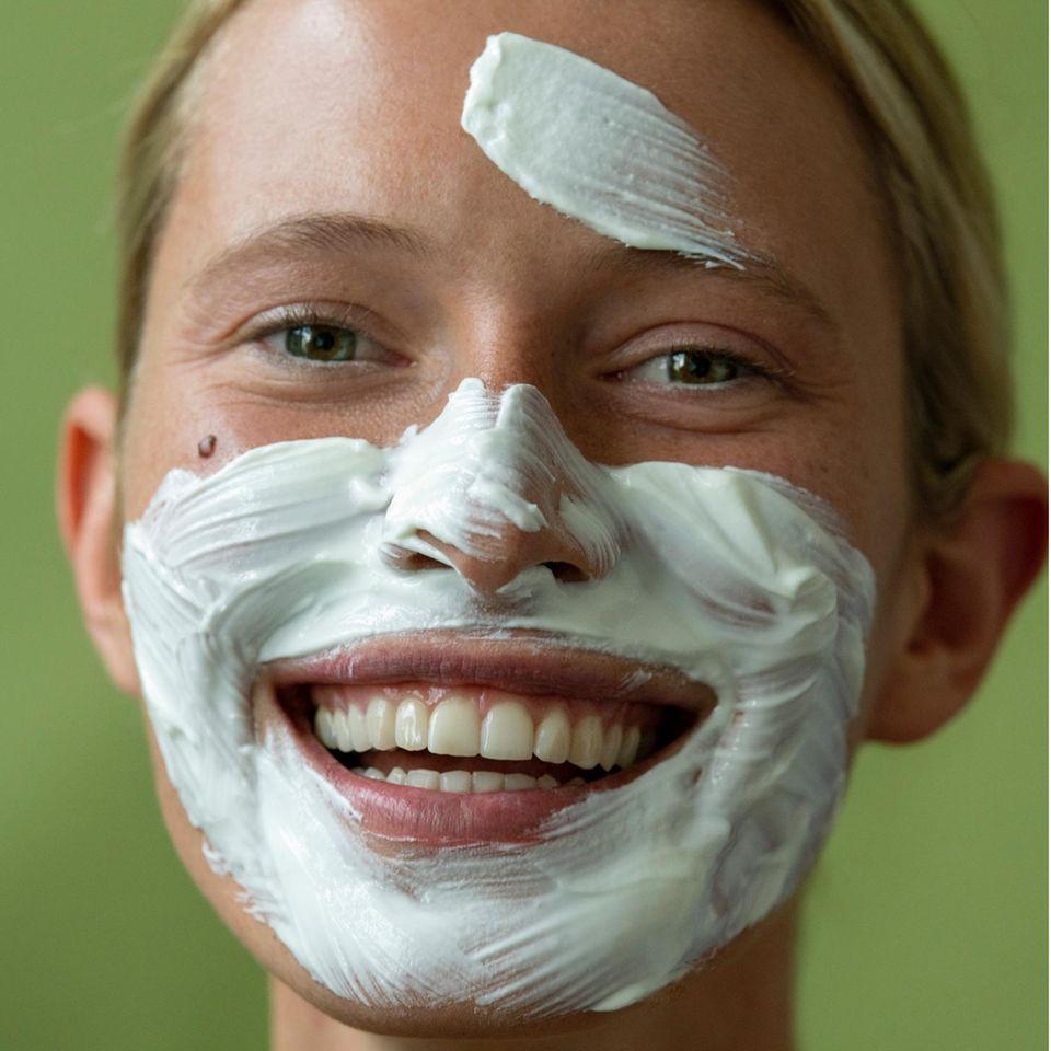 Anleitung: Gesichtscreme auf der Haut