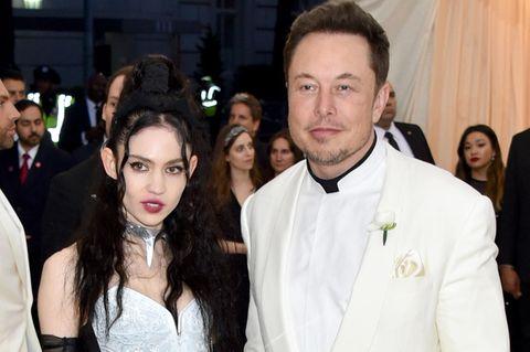 Grimes und Elon Musk bei einem Empfang