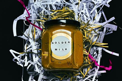 Golden Milk: Kurkuma-Paste in Glas