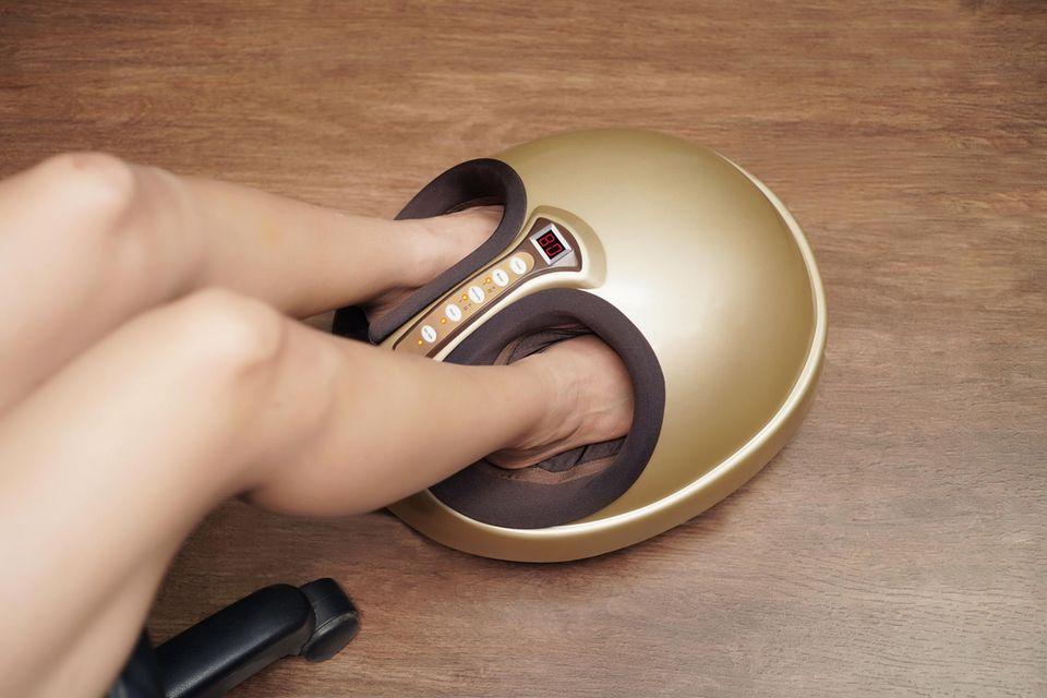 Deals des Tages: Die schönsten Schnäppchen, Fußmassagegerät in gold