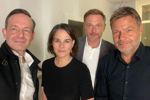 Politiker-Selfie: Volker Wissing (v.l.), Annalena Baerbock, Christian Lindner und Robert Habeck