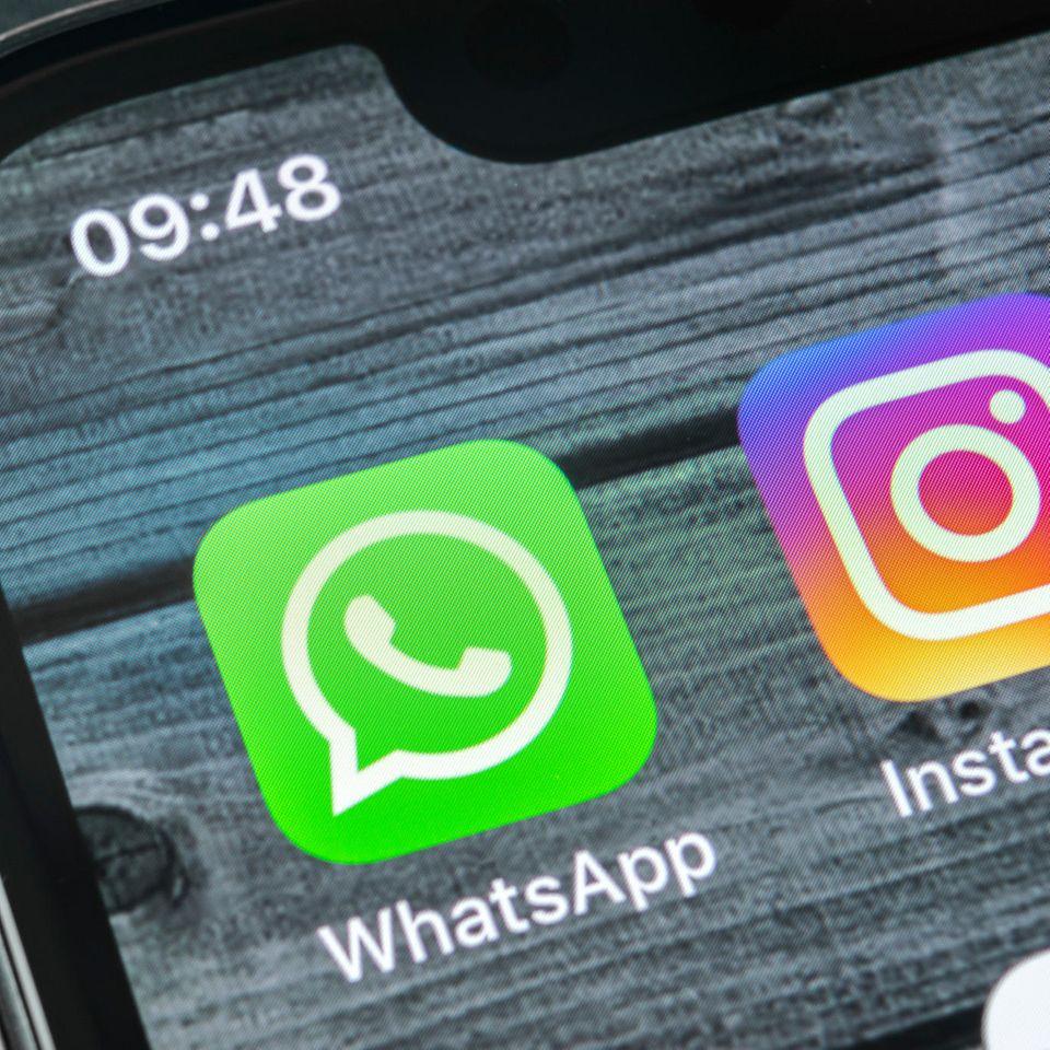 Whatsapp-Blackout: Smartphone mit Whatsapp-Logo